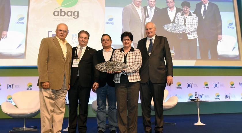 """Programa Educacional """"Agronegócio na Escola"""" foi homenageado no  Congresso Brasileiro do Agronegócio"""