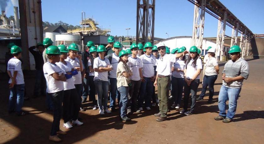 """Estudantes da rede municipal de ensino visitam o agronegócio da região de Ribeirão Preto. É o """"Agronegócio na Escola"""""""