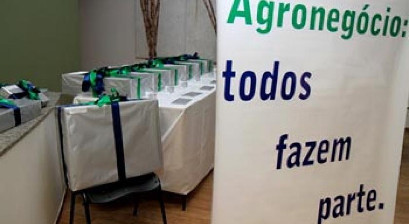 """ABAG/RP promove encontro para premiar os vencedores de 2013 do Programa Educacional """"Agronegócio na Escola"""""""