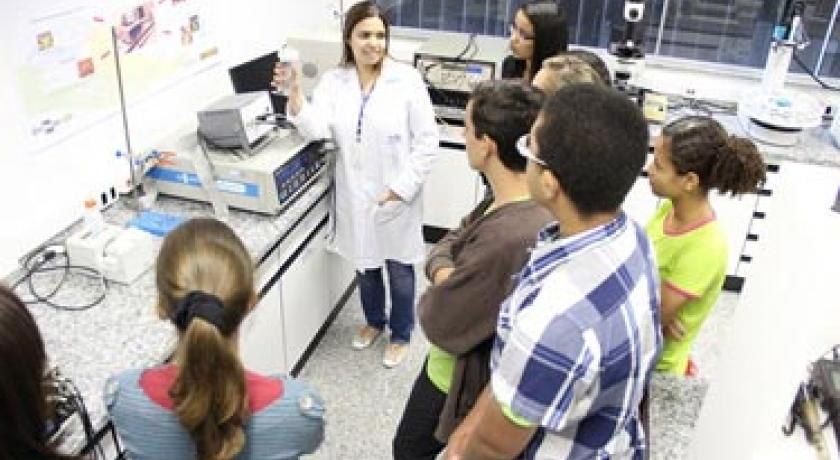 """Alunos do Programa Educacional """"Agronegócio na Escola"""", da ABAG/RP, conhecem os laboratórios de nanotecnologia da Embrapa Instrumentação Agropecuária em São Carlos"""